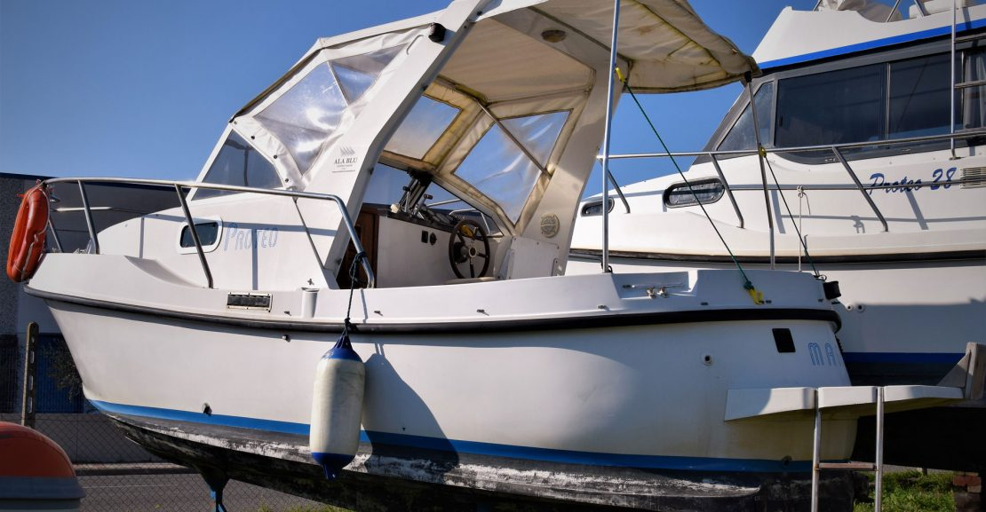 proteo 23 fisherman motoscafo barca poppa scafo